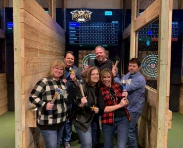 group of throwers at Bridgeport axe throwing party